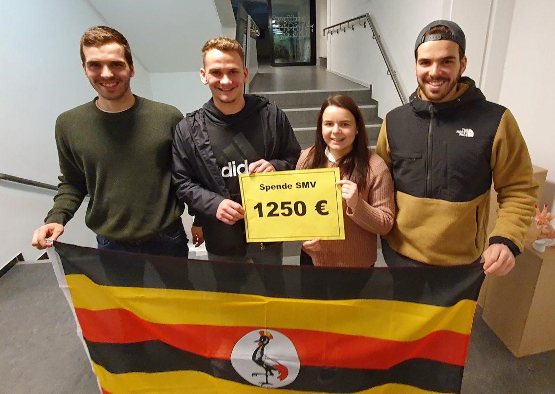 Bei der Übergabe in der Realschule Gernsbach: Timo Krämer, Loris Strobel, Alessia Krieg und Marco Krämer (von links).